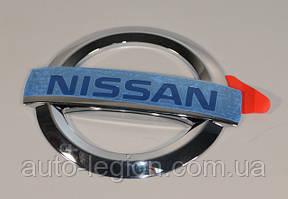 Знак задней двери на Nissan Primastar (Nissan)  — Nissan (Оригинал)  -  90889-00QAB