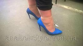 Девушка - постоянная наша клиентка, зарядилась энергией сочного насыщенного синего цвета и купила у нас вторую пару синих туфлей, только на этот раз на шпильке туфли-лодочки. Отличный выбор, очень красивые и необычные, носите с удовольствием!!!
