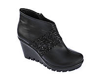 Короткие кожаные ботинки на каблуке, от фабрики производителя.