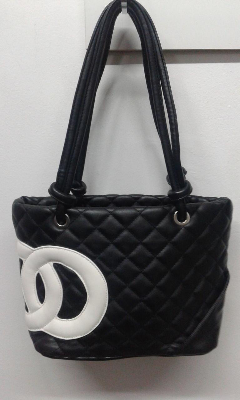 Черная женская стеганная сумка с ремешком