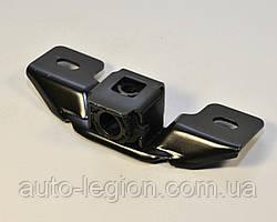 Упор задней двери на Renault Trafic + Opel Vivaro  2001-> — Оригинал Renault - 8200217961