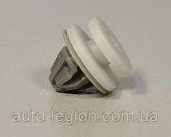 Клипса крепления уголка лобового стекла на Renault Master III + Opel Movano B 13-> - Renault  - 7703077430