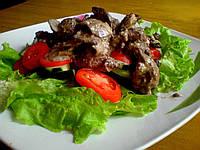 Теплый салат с куриной печенью и шпинатом