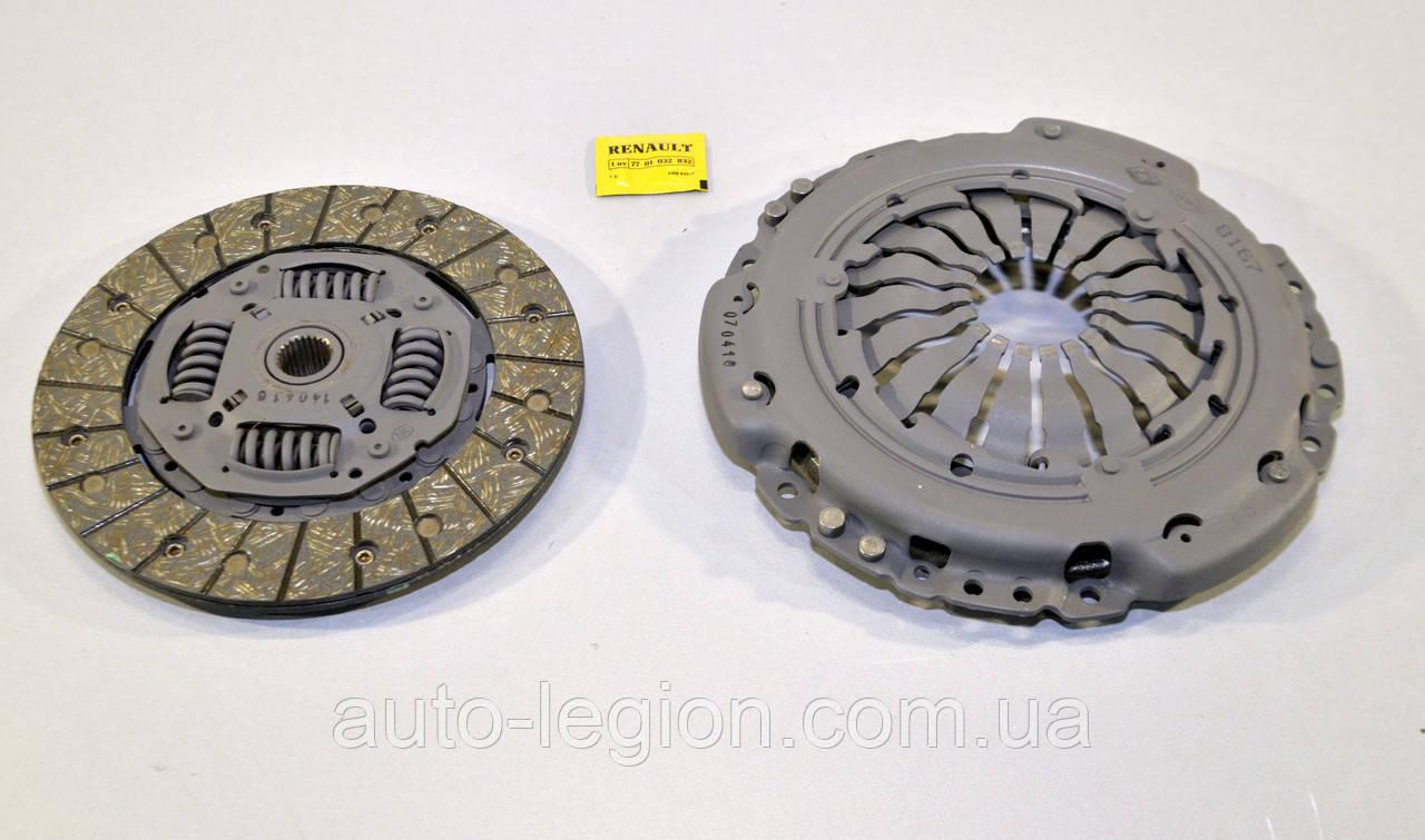 Комплект сцепления на Renault Kangoo 05->2008 1.5dCi (d=215mm) — Renault (Оригинал) - 7711368167