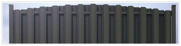 Забор из металлического штакетника с двухсторонней зашивкой