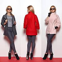 Короткое женское пальто с высоким воротом и застежкой наискосок