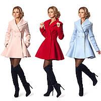 Женское двубортное приталенное пальто с пышным низом