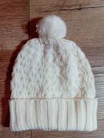 Белая шапка с помпоном. Размер: 4-6/52см