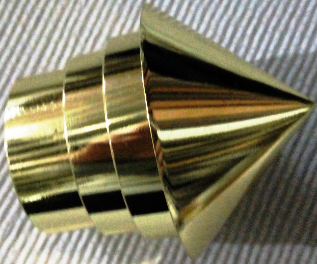 ЕМ 227 д. 28 мм, золото