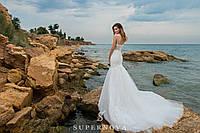 Изысканное свадебное платье силуэта «рыбка» на бретелях с юбкой-шлейф