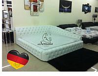 Угловая кровать белого цвета