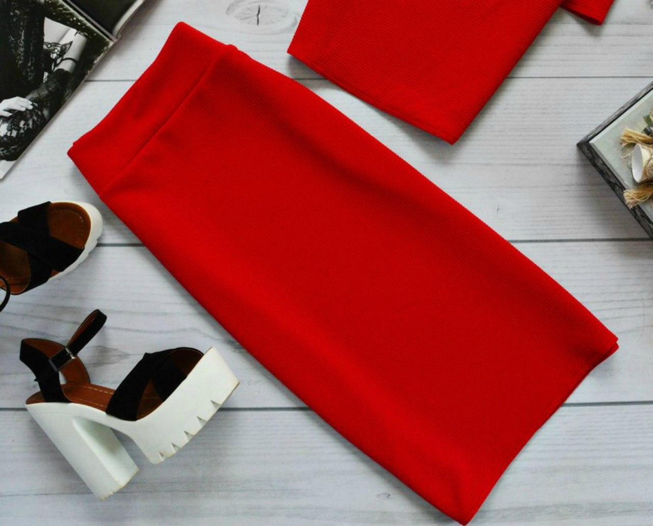 Классическая юбка-футляр в базовых расцветках Красный