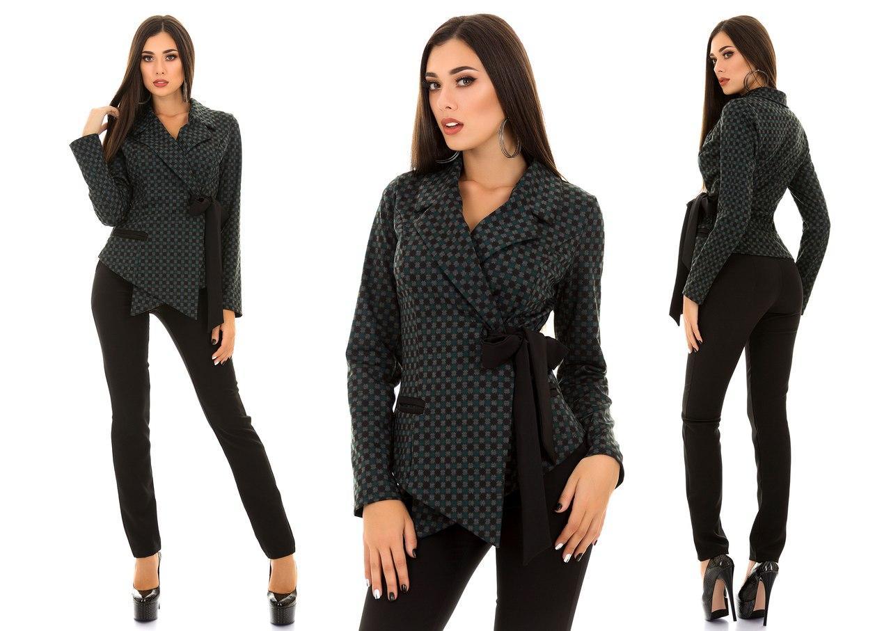 Модный костюм двойка: оригинальный пиджак на завязке и черные брюки