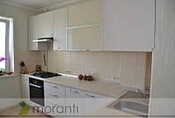 Кухня с витражами и фасадами ДСП Вудлайн кремовый Н1424