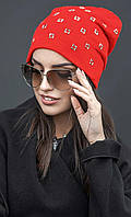 Демисезонная шапка c украшением в виде квадратов