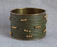 Стильный индийский браслет цвета хаки с золотистыми бусинами