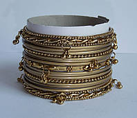 Комплект браслетов с подвесками под золото. Набор браслетов