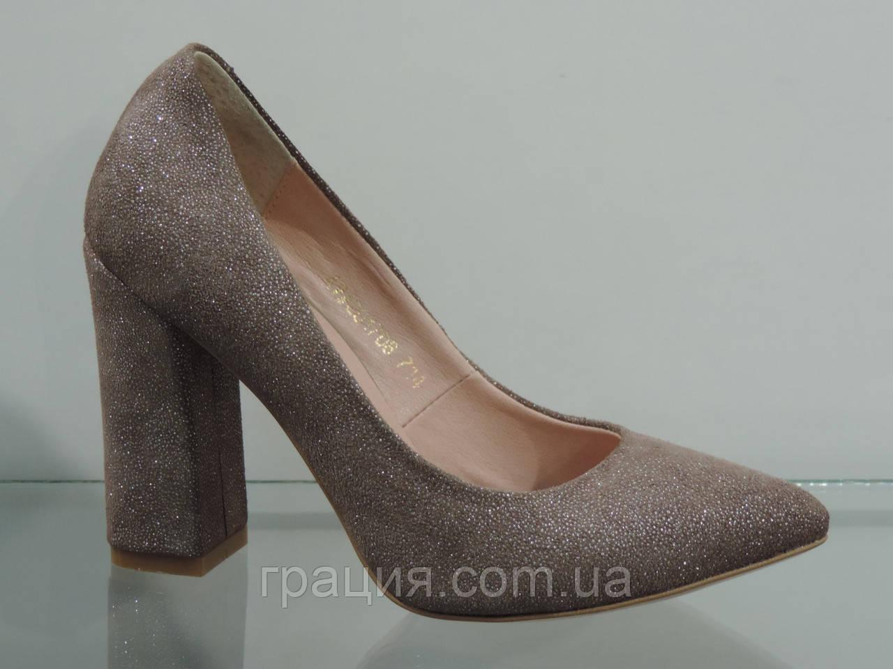 Женские элегантные  бежевые туфли из натуральной замши на каблуке