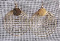 Серьги в форме колец под золото