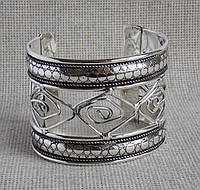 Браслет металлический под серебро. Браслеты широкие