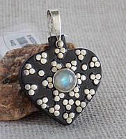 Кулон из эбенового дерева с лунным камнем с вставками из серебра