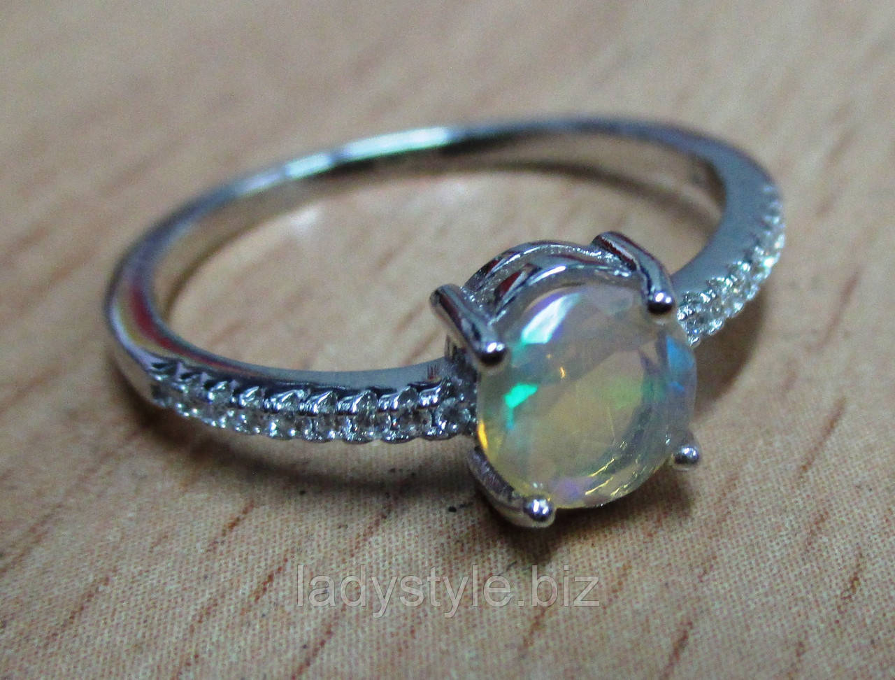 """Серебряное кольцо с натуральным  опалом """"Паутинка"""", размер 18"""