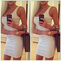 Платье мини трикотажное белого цвета