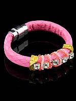 Женский браслет розового цвета