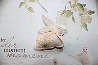 Декоративная подвеска бежевый кролик из фетра с элементами ручной вышивки