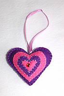 Фиолетово - розовое сердце из фетра ручной работы, расшитое бисером, новогодняя игрушка на елку