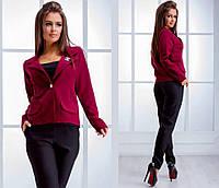 Короткий женский пиджак на пуговке