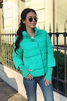 Стильная теплая женская куртка  с брошкой