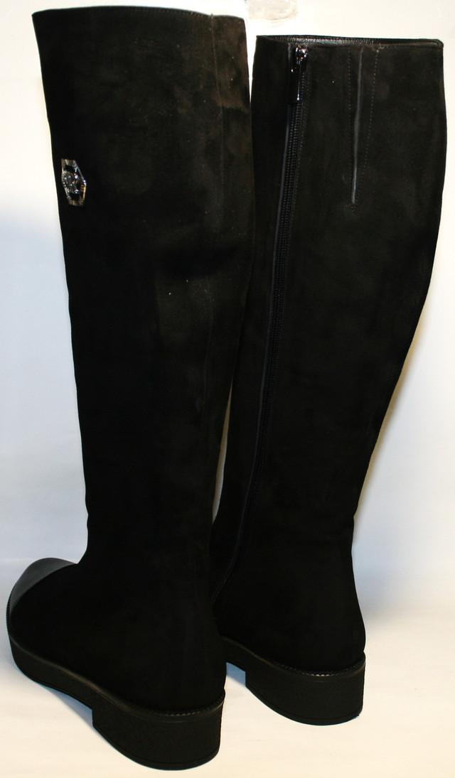 3a3395b3a Черные, замшевые на низком каблуке 1,5 см и толстой подошве 25 мм. Вариант  для тех, кто предпочитает стиль и комфорт. Много времени проводит в  движении.