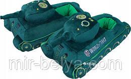 Декоративные тапочки в виде танков, зеленые.