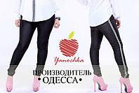 Черные женские джинсы с лампасами