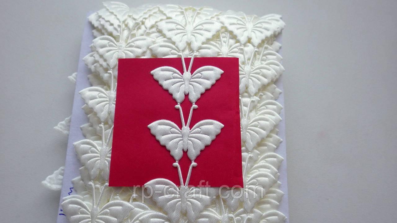 Тесьма декоративная из элементов, бабочки молочные, 22х32 мм