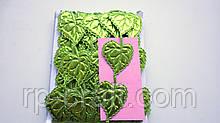 Тасьма декоративна з елементів, лист зелений ,блискучий, 30х40 мм, 86 см довжиною