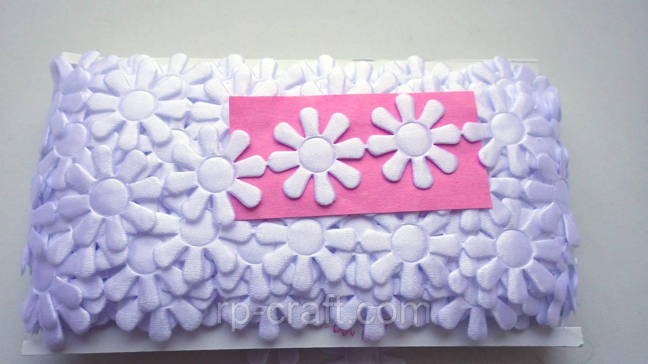 Тесьма декоративная из элементов, белый цветок, 34х34 мм