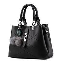Черная сумка с помпонами