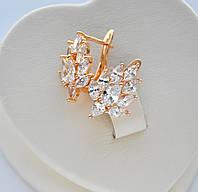 Красивые серьги Листик с белыми цирконами фирма Xuping покрытие золотом 18к.