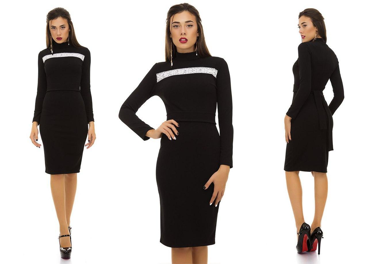 Красивое деловое платье футляр с воротом стойкой с поясом в комплекте