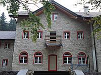 Арочные деревянные евроокна двухцветные