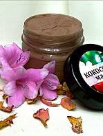Взбитое масло кокоса с какао бобами.