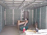 Отделку гипсокартонных стен, откосов, сооружение перегородок, декоративных ниш, обычных, одноуровнев