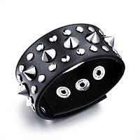 Широкий кожаный браслет черного цвета с металлическими деталями