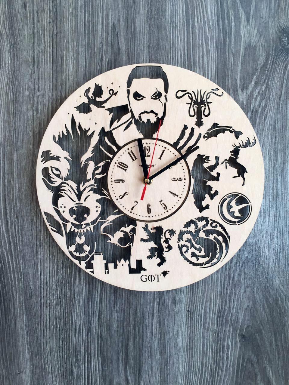 Часы из дерева на стену «Игра престолов»