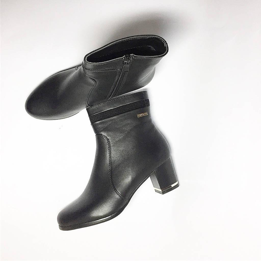 Весенние  ботинки на широком каблуке