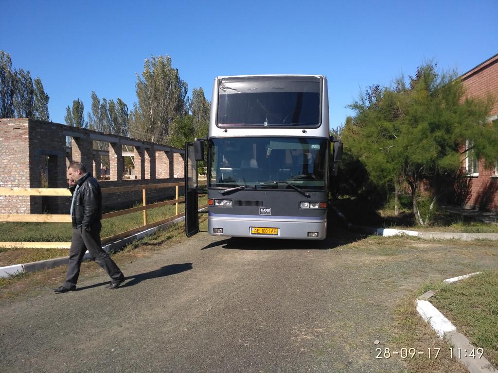Изготовление и замена нижнего лобового стекла в Никополе на автобус EOS 100