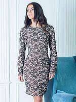 Стильное платье в бежевом цвете облегающее для офиса