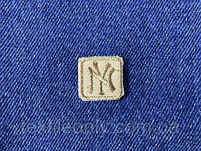 Нашивка New York s квадрат колір бежевий 20x20 мм